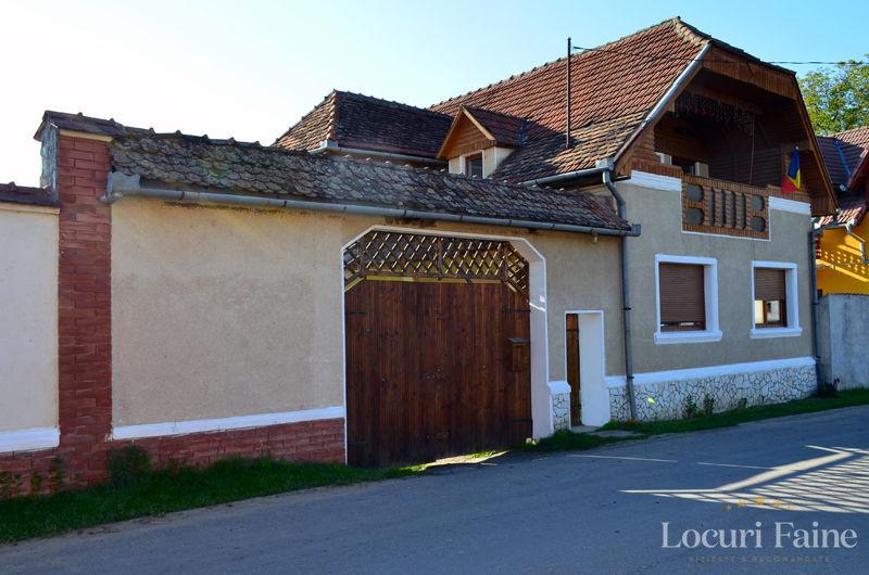 Intrarea in casa de oaspeti Porumbacu 295