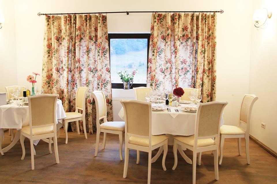 Restaurant, Pastel Chalet