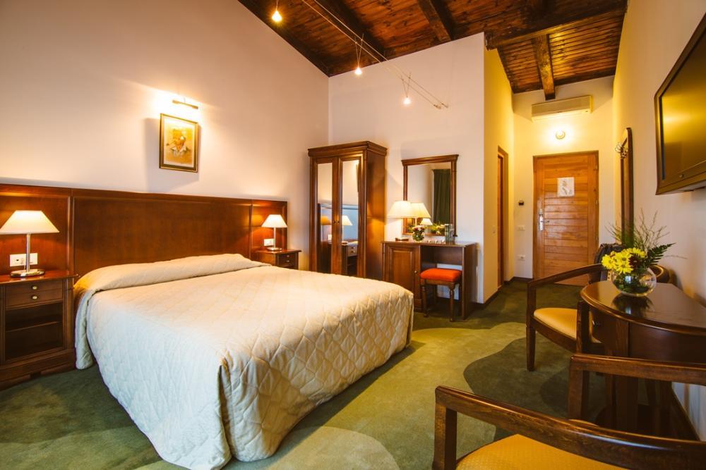 Camera Matrimoniala, Golf Hotel Pianu