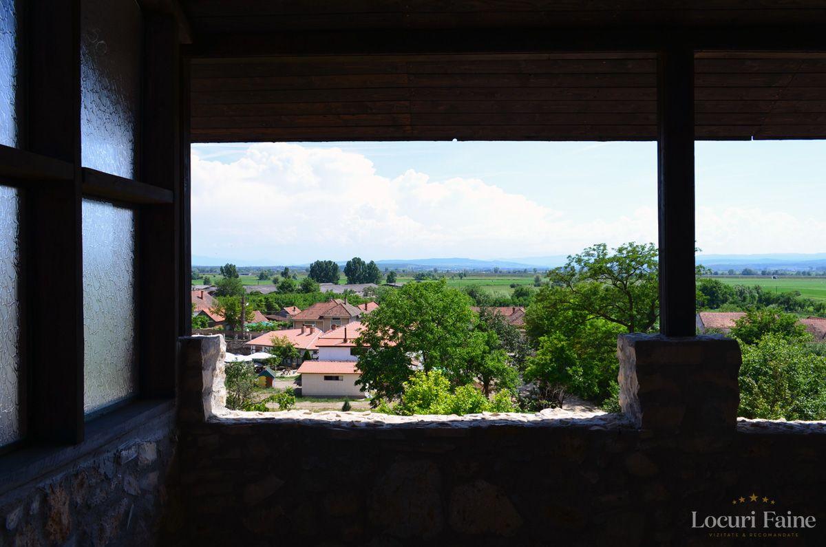 Priveliste, Castelul Lupilor
