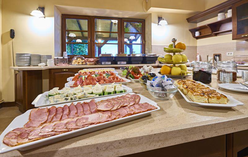 Mic dejun la Ambient Resort