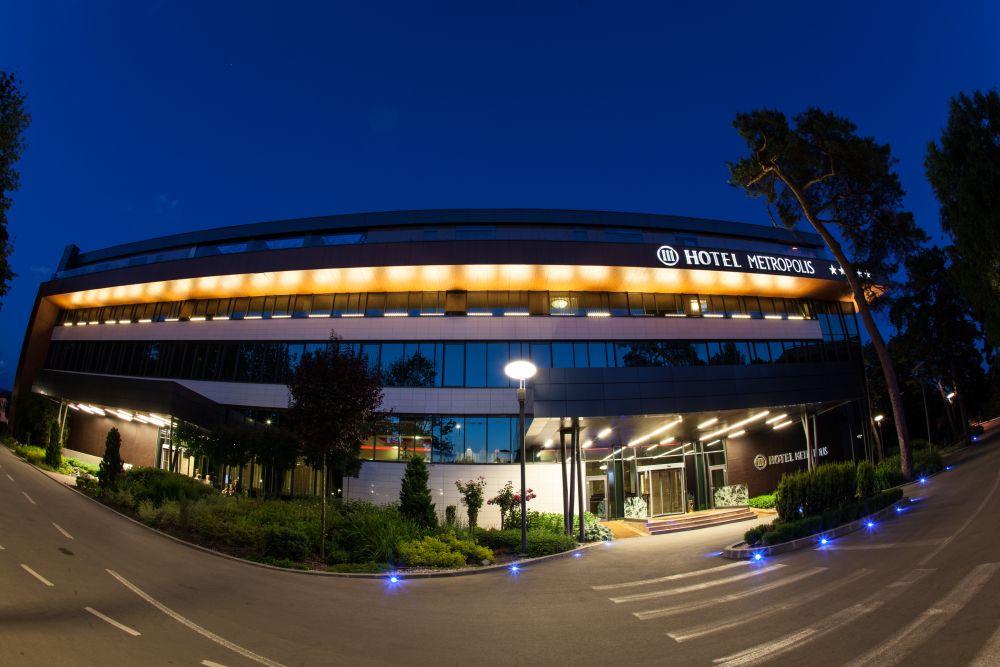 Hotel Metropolis Bistrita la ceas de seară
