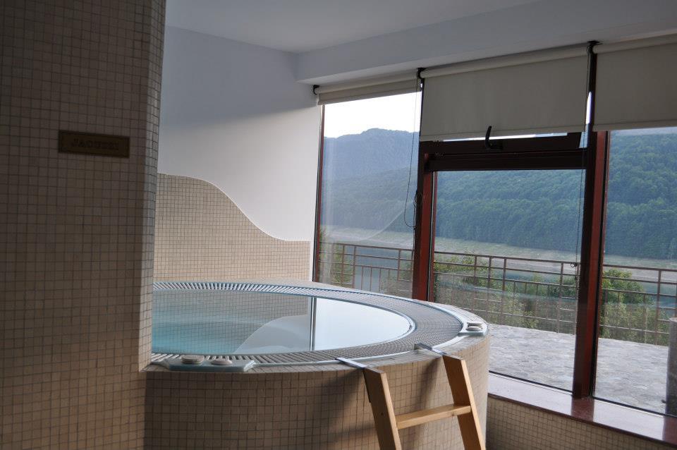 Jacuzzi, Hotel Valea cu Pesti