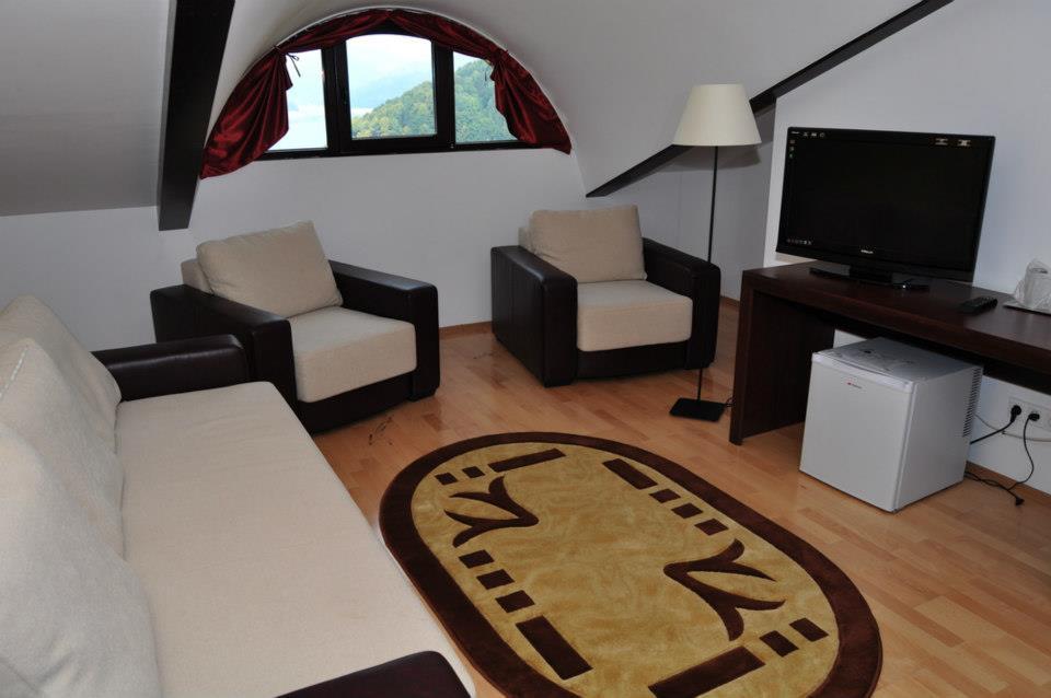 Living Apartament, Hotel Valea cu Pesti