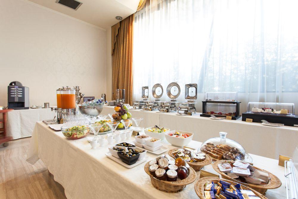 Mic Dejun, Hotel Metropolis Bistrita